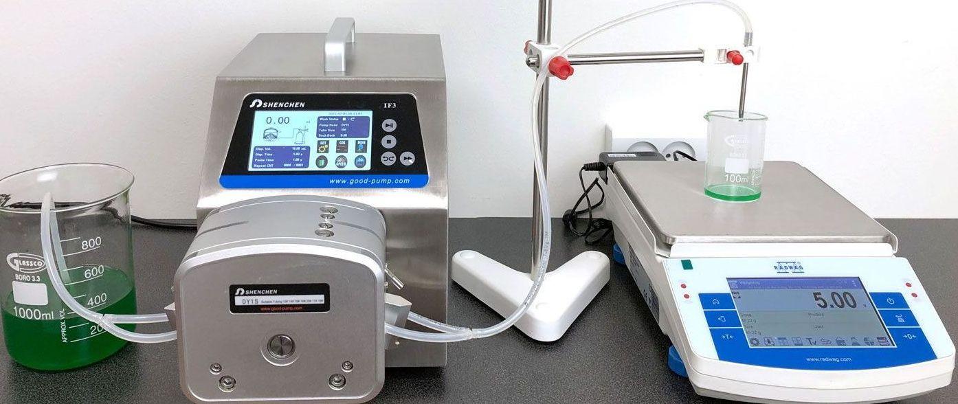 Præcisionsvægt og peristaltisk pumpe
